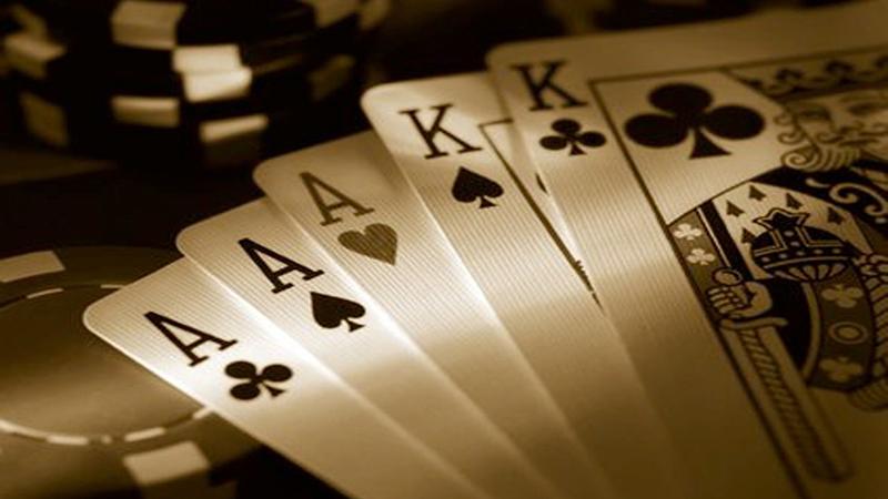 Комбинация фулл-хаус в покере