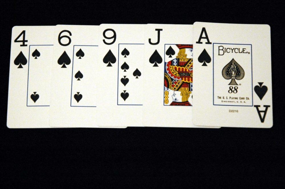 5 одномастных карт покер