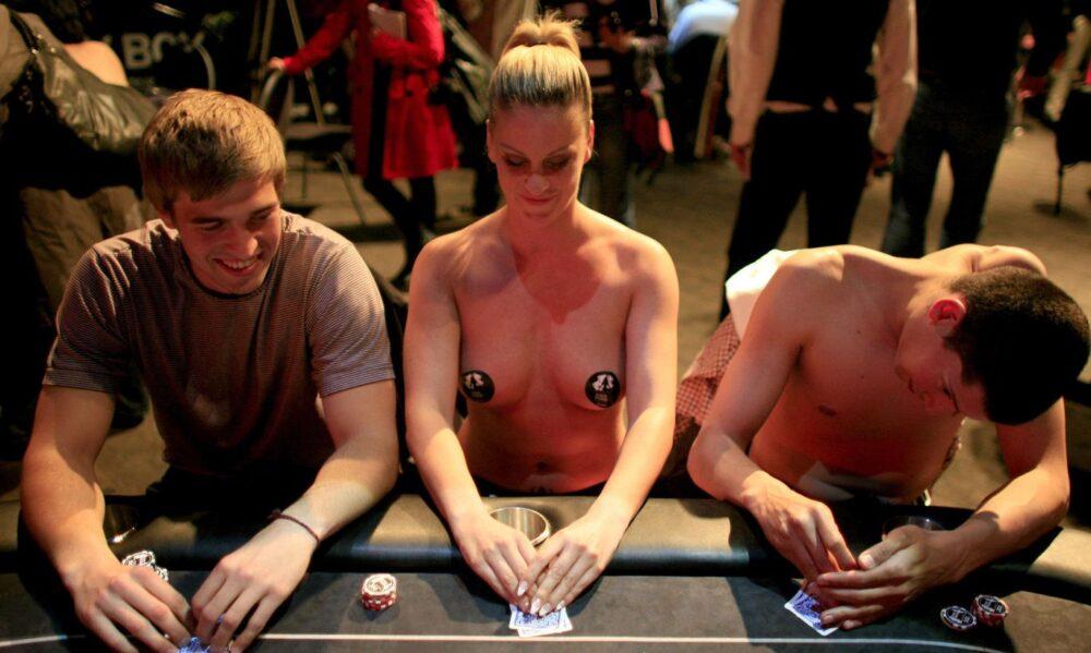 Как не остаться без штанов – покер на раздевание