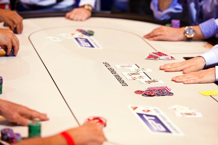 Правила дилера в покере