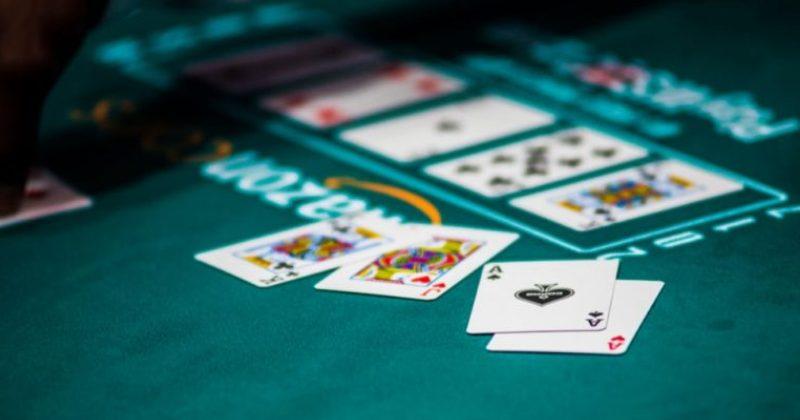 Комбинация два туза в покере – как разыгрывать