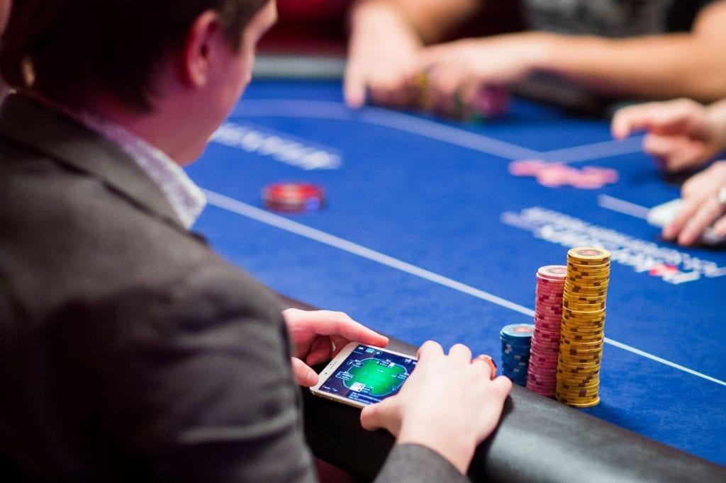 Блеф кетч в покере – основы чтения рук